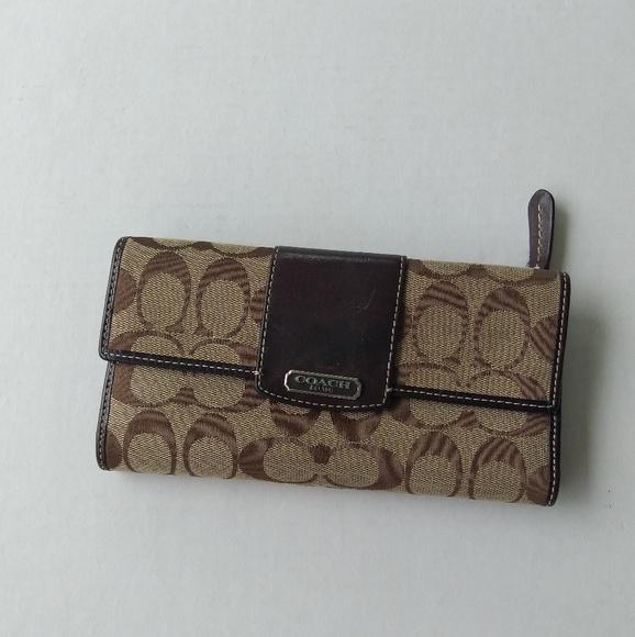 Coach Handbags - Coach signature wallet